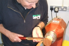 David shows Ian some of the uses of a roughing gouge.