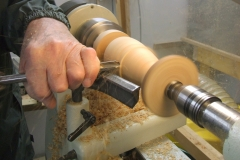 A closer view showing bob's handling of a bowl gouge, the bowl gouge will remove material far quicker than a spindle gouge.