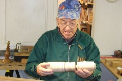 Here I'm explaining how the threads work, this is how I would make the joins in a standard lamp.