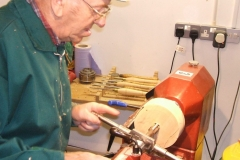 When making the thread, both the tap wrench and the tailstock need to be turned in harmony.