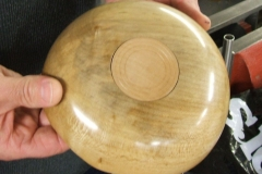 The underside of David's shallow bowl, he had made an insert to fill the chuck recess and added a little decoration.